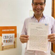 Candidato ao cargo de Prefeito de Fortaleza, Renato Roseno assina carta de compromisso com a primeira infância .